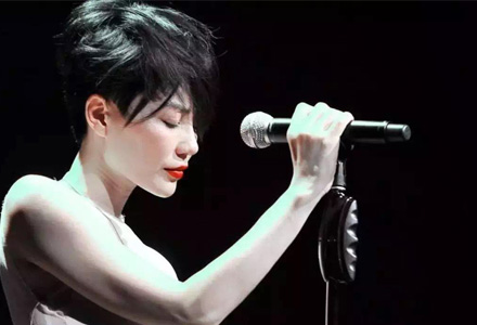 王菲跌落神坛,还有哪些歌手金身未破?