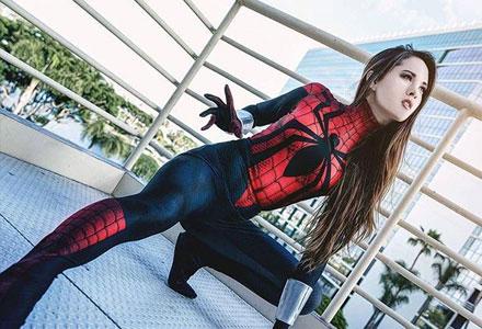 紧身衣的正确玩法!金发美女COS蜘蛛侠