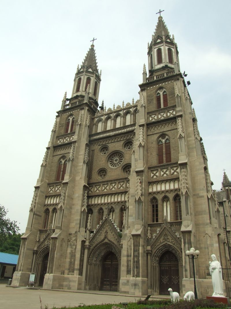 800px-Sacred-Heart-Cathedral-Jinan.JPG